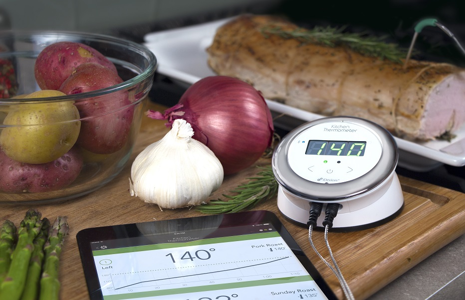 iDevices-KitchenThermometer-Lifestyle-iPad-Roast