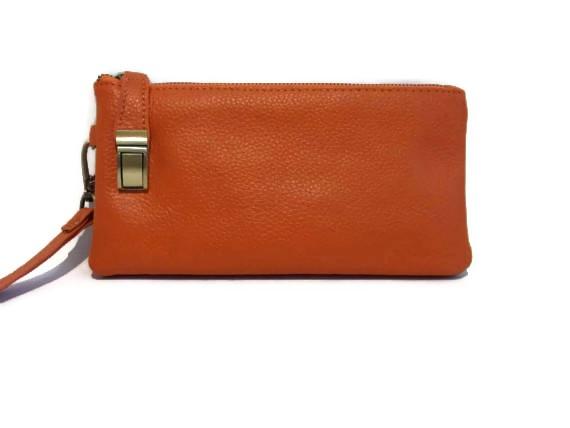 The wristlet handbag